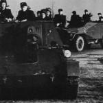БТР-40 во время тренировки в Восточной Германии после 1956 г. - на переднем плане SU 76 SPG