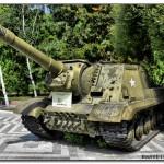ИСУ-152 образца 1945 года — опытная советская тяжёлая самоходно-артиллерийская установка (САУ) периода Великой Отечественной войны. В названии машины аббревиатура ИСУ означает «самоходная установка на базе танка ИС» или «ИС-установка», а индекс 152 — калибр основного вооружения машины. Уточнение «образца 1945 года» потребовалось для отличия опытной САУ от серийных ИСУ-152. Разработана конструкторским бюро опытного завода № 100 в 1945 году под руководством Жозефа Яковлевича Котина, главного конструктора отечественных тяжёлых танков и САУ того времени. В отличие от других опытных самоходок, ИСУ-152-1 и ИСУ-152-2, которые были всего лишь нестандартно перевооружёнными серийными машинами, ИСУ-152 обр. 1945 г. была совершенно новой конструкцией. Принятие на вооружение тяжёлого танка ИС-3 поставило перед конструкторами опытного завода № 100 задачу о создании соответствующей САУ на его базе. Поскольку ИС-3 являлся кардинально переработанным ИС-2 с точки зрения бронезащиты, САУ на его базе также проектировалась как аналог серийных ИСУ-152 на базе ИС-2 с улучшенным бронированием. Усиление защиты было достигнуто как путём увеличения толщины бронирования, так и размещения его под более выгодными углами для противодействия бронебойному действию снарядов. Разработчики бронекорпуса успешно справились с поставленной задачей: лоб установки представлял собой сплошную катаную бронеплиту толщиной 120 мм, наклонённую под углом 50° к вертикали. Для сравнения, у серийной ИСУ-152 лобовые бронедетали имели толщину 90 мм и угол наклона 30° к вертикали. Бронирование маски пушки довели до 160 мм, а вместе с бронекожухом противооткатных устройств суммарная максимальная толщина бронировки орудия достигала 320 мм. За счёт перекомпоновки боевого отделения общая масса САУ возросла всего лишь на 1,3 тонны по сравнению с серийной ИСУ-152. Для тяжёлой САУ ИСУ-152 образца 1945 года имела рекордно низкую общую высоту машины — 2240 мм. Среди всех опытных и серийных советских САУ времён Великой Отечествен