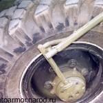Система подвода воздуха к шинам бронетранспортёра БТР-40. На поздних модификациях подводка воздуха к шинам осуществлялась скрытно.